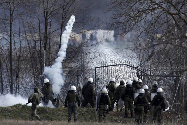 Столкновение мигрантов с полицией на греко-турецкой границе