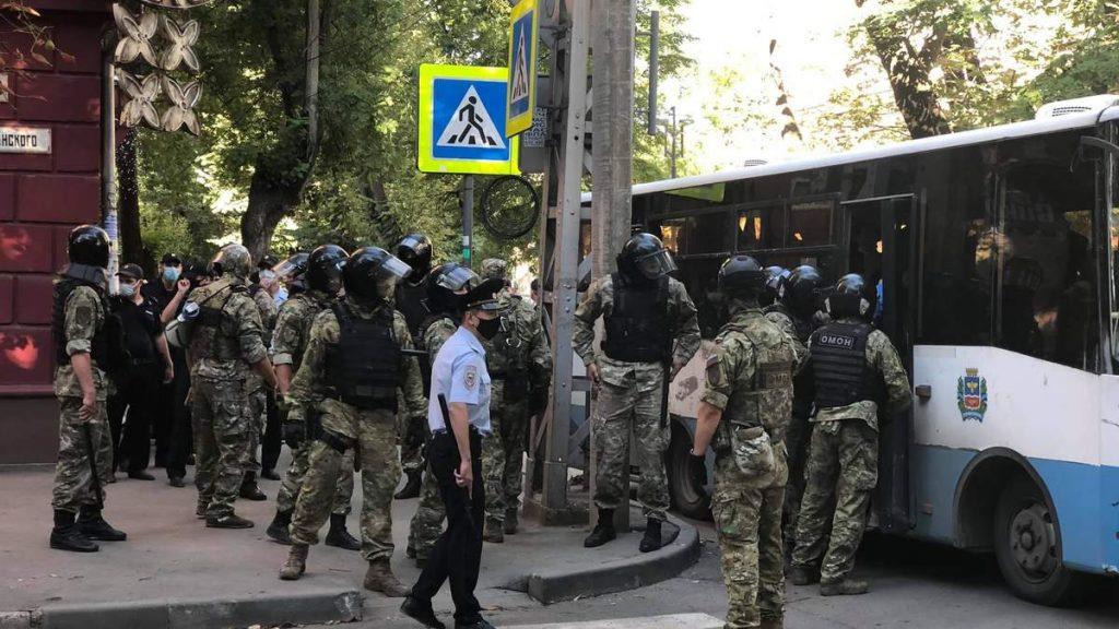 Обшуки й незаконні затримання в окупованому Криму — всі подробиці та список  кримських татар (ВІДЕО) - Дом